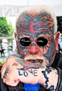 Scary and his LOVE tattoo